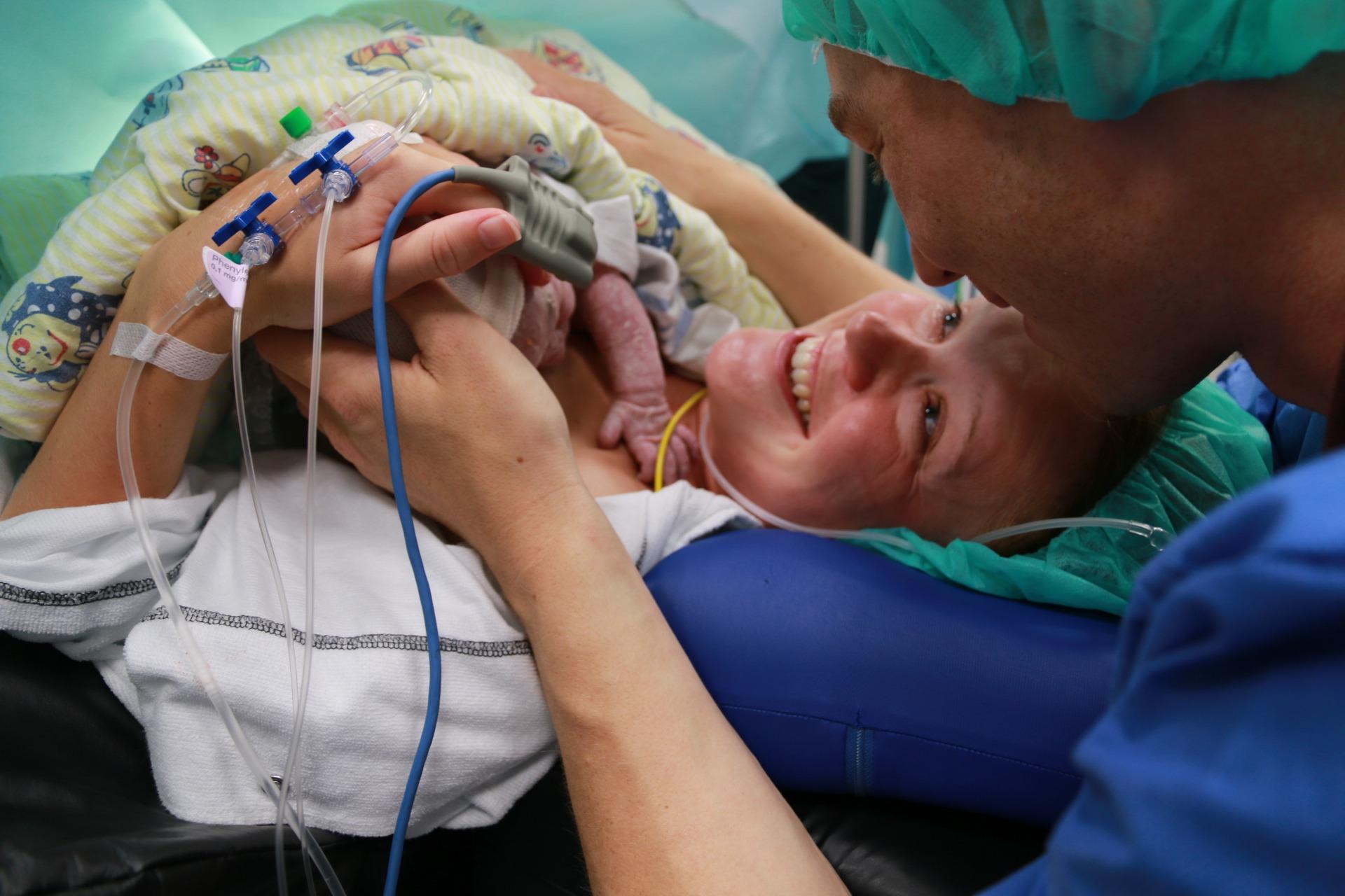Cecilies med mand og baby efter kejsersnit