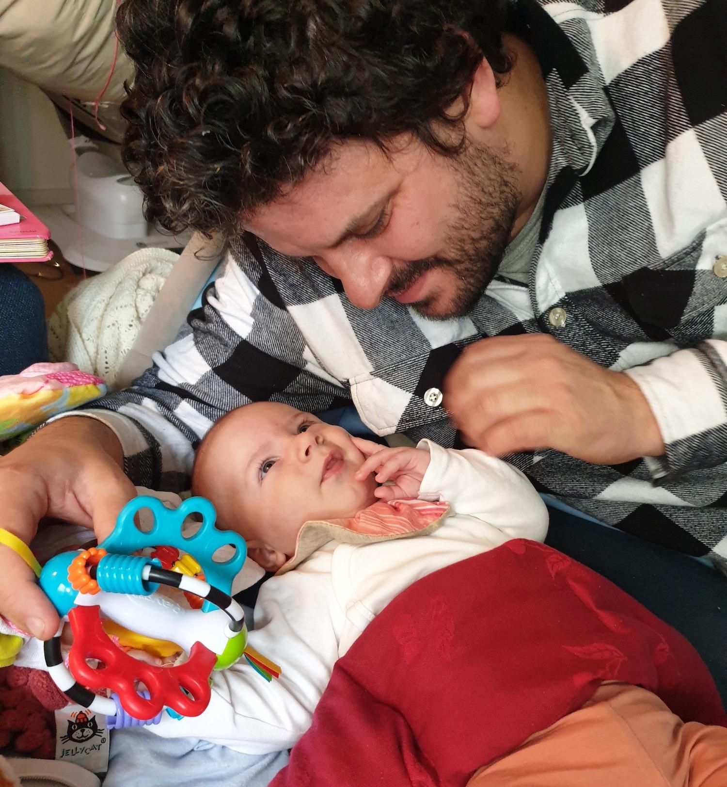 Baby August med far