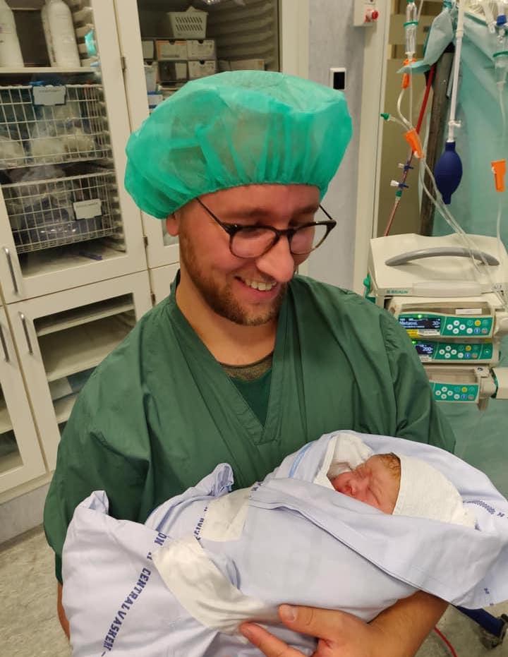 Salinas mand med nyfødt datter